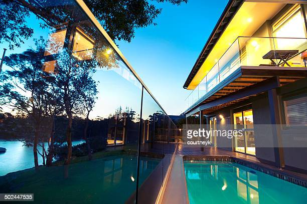 waterfront house with swimming pool - hek stockfoto's en -beelden