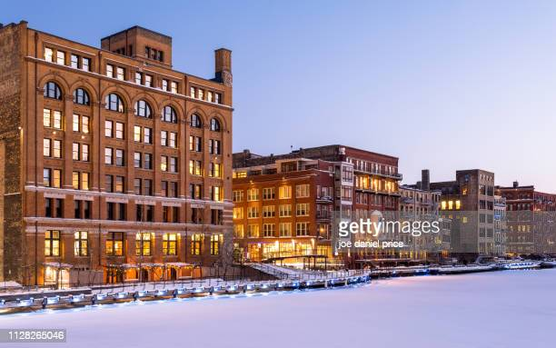 waterfront houses, milwaukee, wisconsin, america - milwaukee stock pictures, royalty-free photos & images