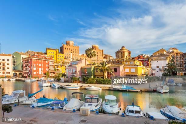 front de mer à port saplaya valencia espagne - valence espagne photos et images de collection