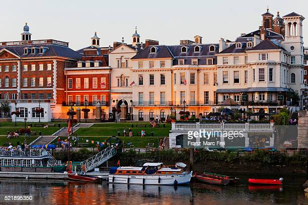 waterfront in richmond upon thames, surrey, england - richmond upon thames stock pictures, royalty-free photos & images