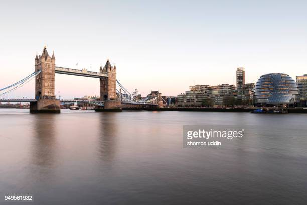 waterfront view of london landmark and the skyline at dusk - tower bridge foto e immagini stock