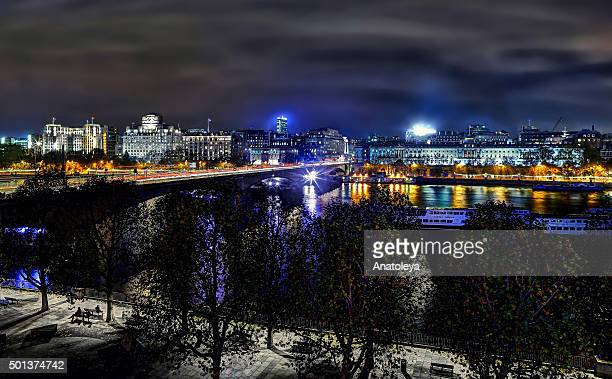waterloo bridge and south bank from a rooftop at night - anatoleya stock pictures, royalty-free photos & images
