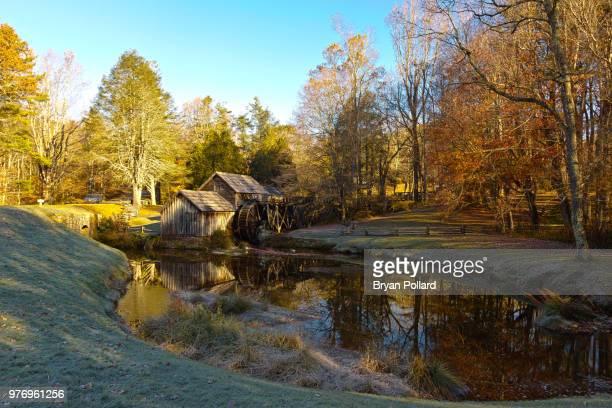 watermill by pond, blue ridge parkway, virginia, usa - mulino ad acqua foto e immagini stock