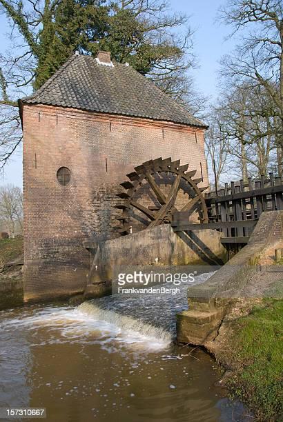 mulino a acqua verticale - mulino ad acqua foto e immagini stock