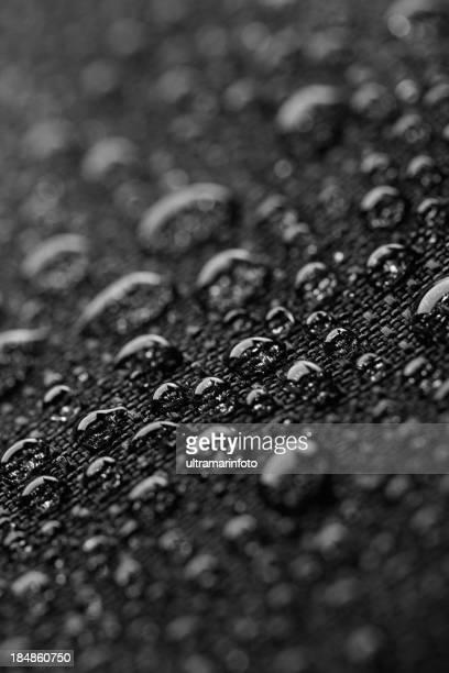 雨の日も防水の織物で覆った後、雨滴