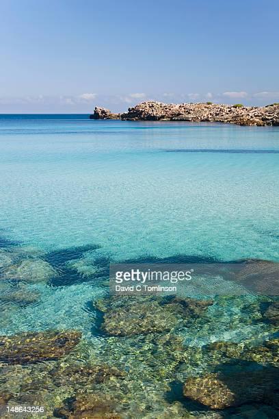 waters of cala molto, near cala agulla, and punta des gullo. - islas baleares fotografías e imágenes de stock