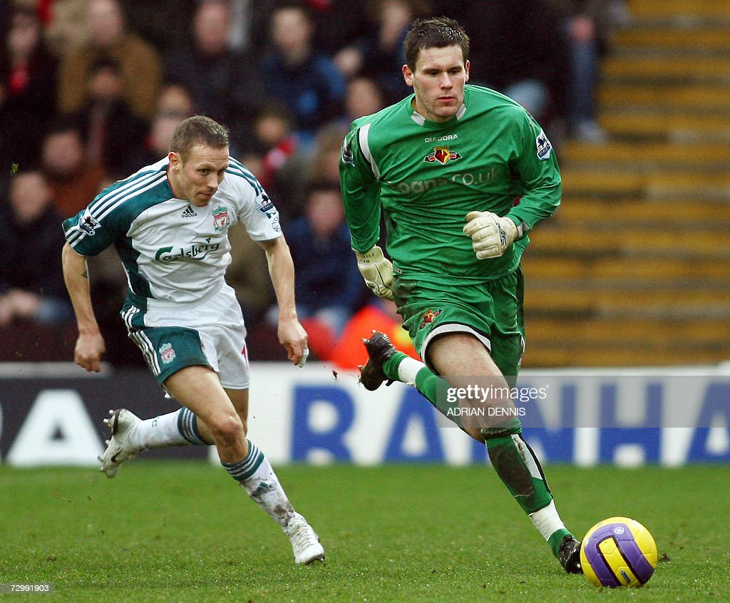 Liverpool's Craig Bellamy (L) chases after Watford's goalkeeper Ben Foster (R) during the Premiership football match at Vicarage Road in Watford 13 January 2007. Liverpool's Peter Crouch scored twice in the game with Liverpool winning 3-0. AFP PHOTO ADRIAN DENNIS Mobile and website uses of domestic English football pictures subject to subscription of a license with Football Association Premier League (FAPL) tel : +44 207 298 1656. For newspapers where the football content of the printed and electronic versions are identical, no licence is necessary.