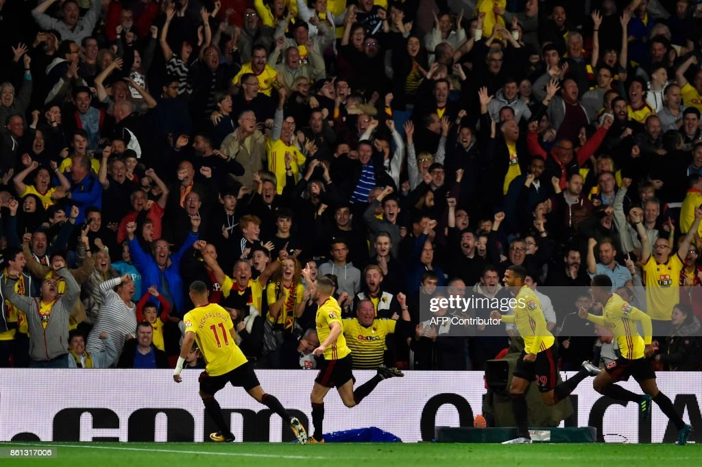 Watford's English mifielder Tom Cleverley (2L) celebrates scoring a late winning goal during the English Premier League football match between Watford and Arsenal at Vicarage Road Stadium in Watford, north of London on October 14, 2017. / AFP PHOTO / Glyn KIRK / RESTRICTED TO EDITORIAL USE. No use with unauthorized audio, video, data, fixture lists, club/league logos or 'live' services. Online in-match use limited to 75 images, no video emulation. No use in betting, games or single club/league/player publications. /