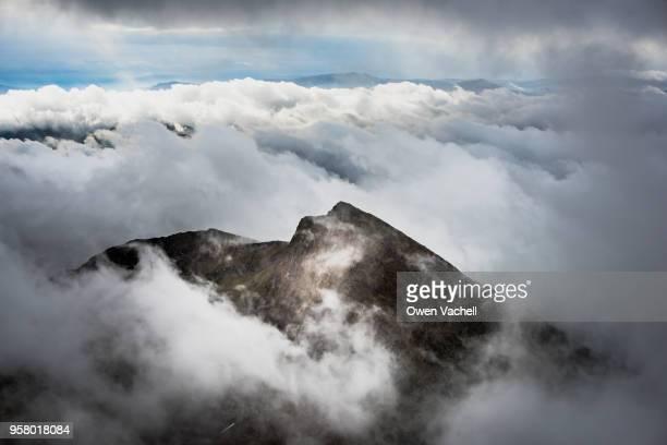 watkin trail on mount snowdon - mount snowdon stock pictures, royalty-free photos & images