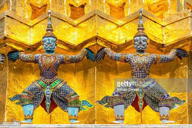 wat-phra-kaew, bangkok - grand palace - bangkok stock pictures, royalty-free photos & images