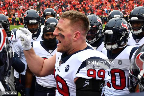 Watt of the Houston Texans huddles with his team prior to the AFC Divisional playoff game against the Kansas City Chiefs at Arrowhead Stadium on...