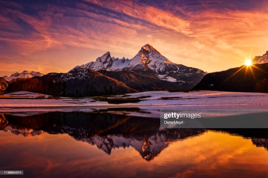 Watzmann in den Alpen, dramatische Reflexion bei Sonnenuntergang-Nationalpark Berchtesgaden : Stock-Foto