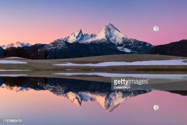 watzmann in alpen mit vollmond-nationalpark berchtesgaden - oberbayern stock-fotos und bilder