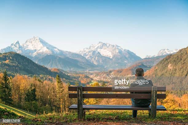 monte watzmann e berchtesgaden città - baviera foto e immagini stock