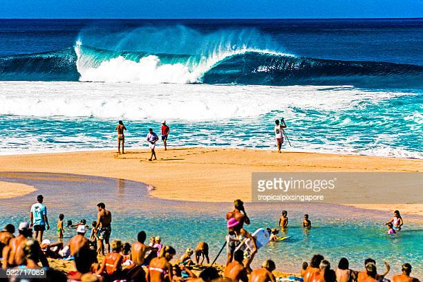 wave at the banzai pipeline - banzai pipeline stock photos and pictures
