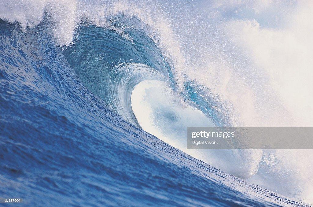 Wave breaking : Stock Photo