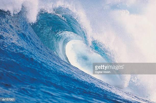wave breaking - onda foto e immagini stock