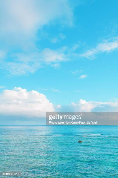 wave ocean with cyan blue sky at lüdao township, taiwan - エメラルドグリーン ストックフォトと画像