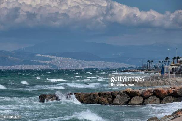 waves along the coast on a windy day. - emreturanphoto stock pictures, royalty-free photos & images
