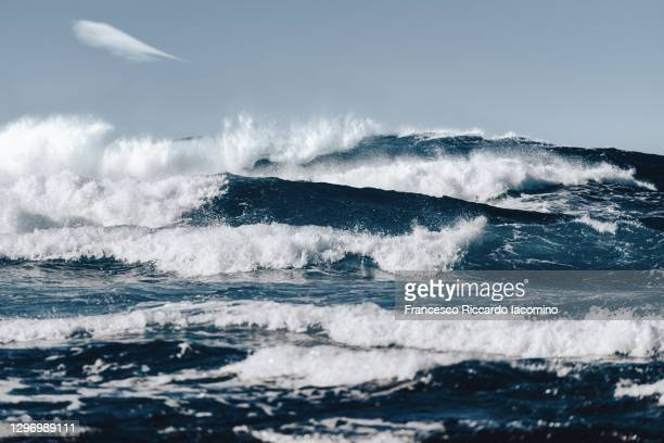 waves and rough blue ocean sea, fuerteventura - francesco riccardo iacomino spain foto e immagini stock