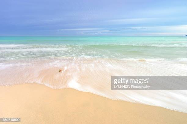 waves and tide - lynnhsin stock pictures, royalty-free photos & images