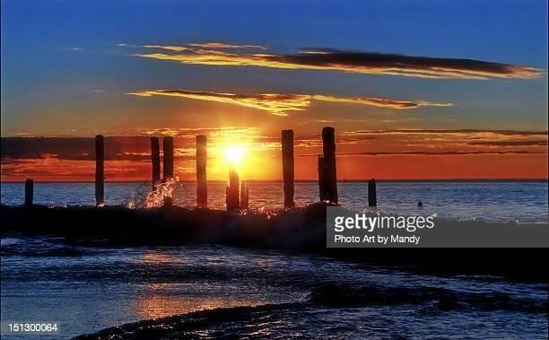 waves at sunset - ウィランガ ストックフォトと画像