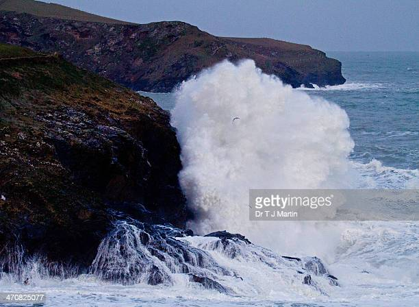 waves breaking in cornwall - port isaac stock pictures, royalty-free photos & images