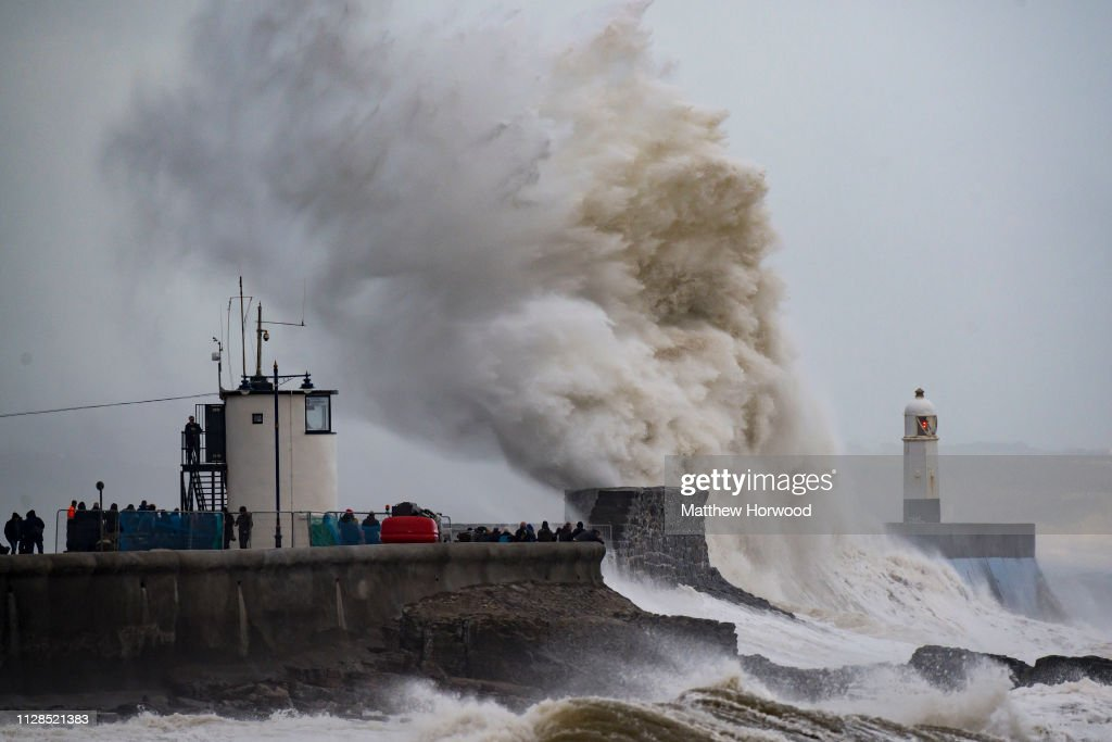 Effects Of Winter Storm Freya In Wales : Foto di attualità