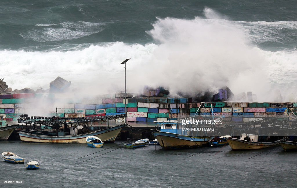 TOPSHOT - Waves crash on the rocks during a storm in Gaza City on January 24, 2016. / AFP / MAHMUD