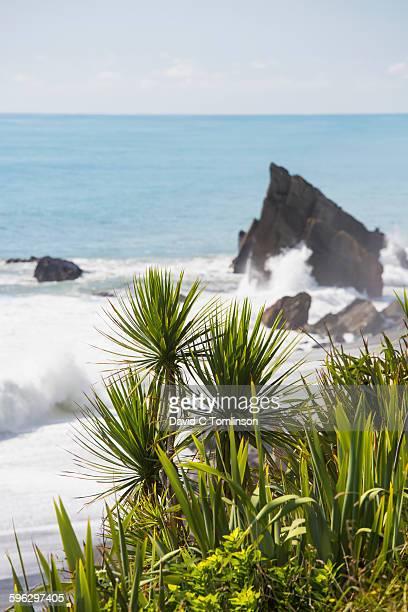 Waves crashing against rocks, near Greymouth