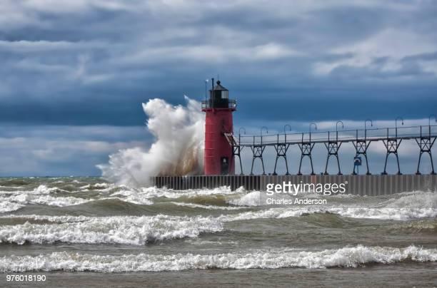 waves crashing at south haven light, south haven, michigan, usa - lake michigan stock pictures, royalty-free photos & images