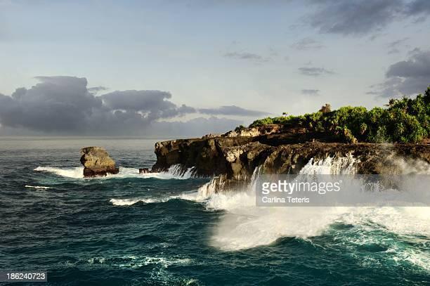 Waves crashing on cliffs at Nusa Ceningan