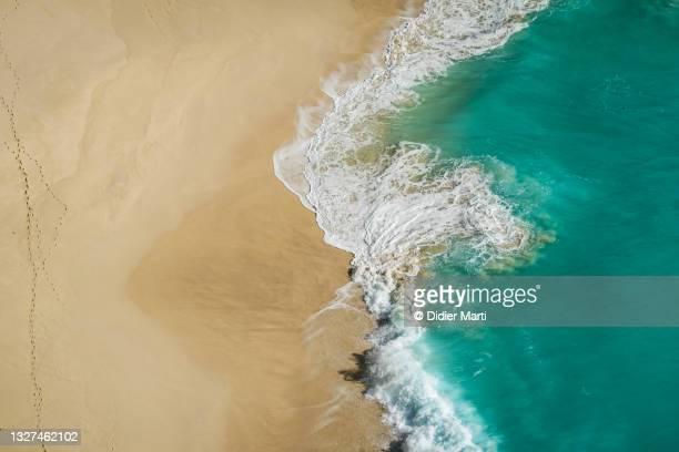 waves crashing on the kelingking beach in bali, indonesia - nusa penida stock pictures, royalty-free photos & images