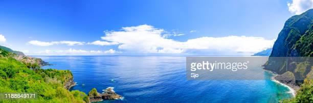 waves hitting the coast of madeira island at the north coast near são vicente - isola di madeira foto e immagini stock