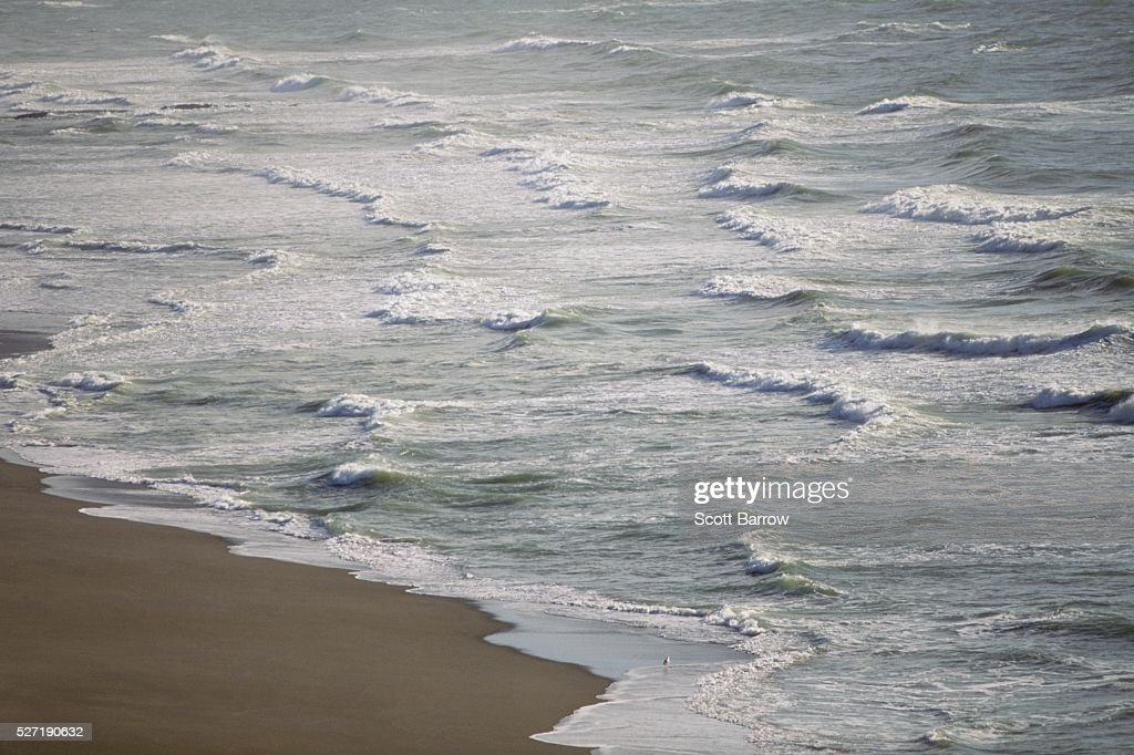 Waves on a beach : Bildbanksbilder