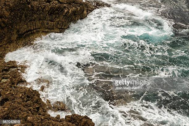 waves rushing on rock. - jean marc payet stock pictures, royalty-free photos & images