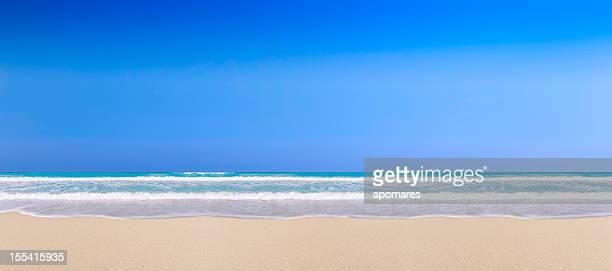 Meer, sand und Himmel in einem tropischen Strand Hintergrund