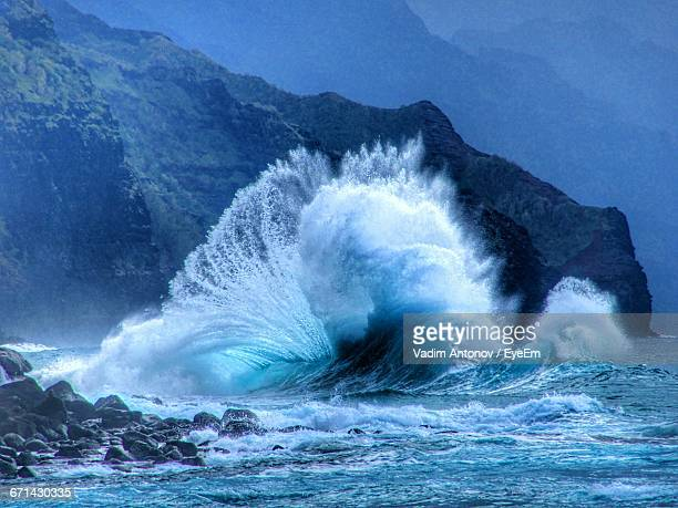 waves splashing on rocks - breaking wave stock pictures, royalty-free photos & images