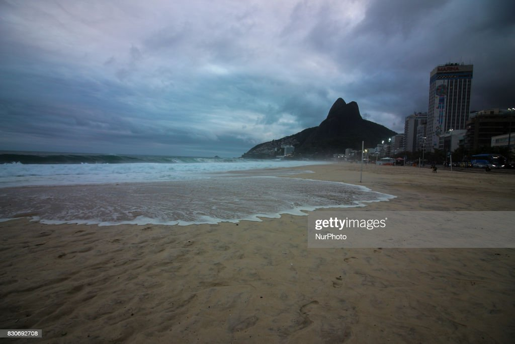 Waves up to 4 meters in Rio de Janeiro, Brazil on 11th August, 2017. The Brazilian Navy warned about the possibility of waves up to 4 meters high on the coast of Rio de Janeiro. The main beaches of the south zone of the city are on alert for the risk of damages caused by the waves that can reach the bike paths and even the streets in some points.