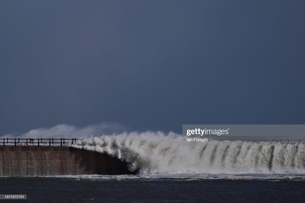 High Winds And Waves On Sunderland Coast : News Photo