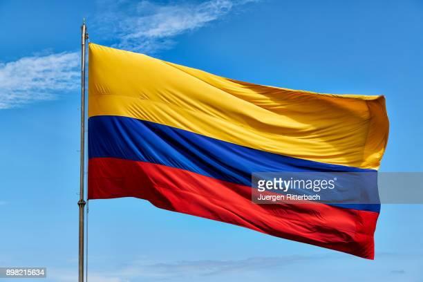 waving colombian flag on blue sky - bandera colombiana fotografías e imágenes de stock