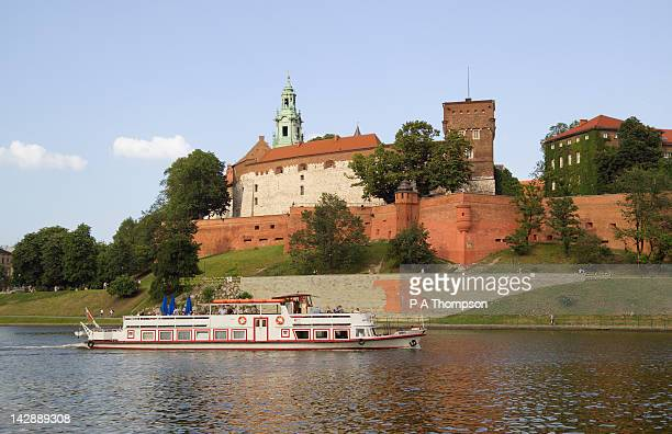 wawel hill and vistula river, krakow, poland - wawel cathedral stock pictures, royalty-free photos & images