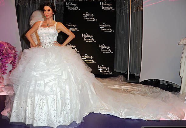 Fotos e imagens de kim kardashian wax figure unveiled in wedding a wax figure of kim kardashian in a wedding dress is unveiled at madame tussauds hollywood junglespirit Image collections