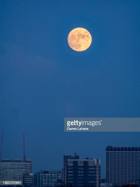 a waxing gibbous moon over croydon - night stock pictures, royalty-free photos & images
