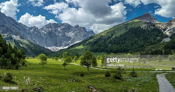 way in the Karwendel Mountain