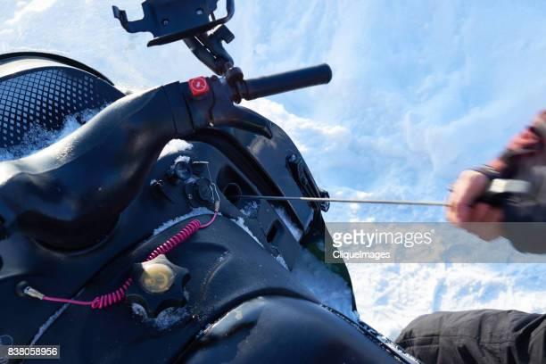 way of starting your snowmobile - cliqueimages stockfoto's en -beelden