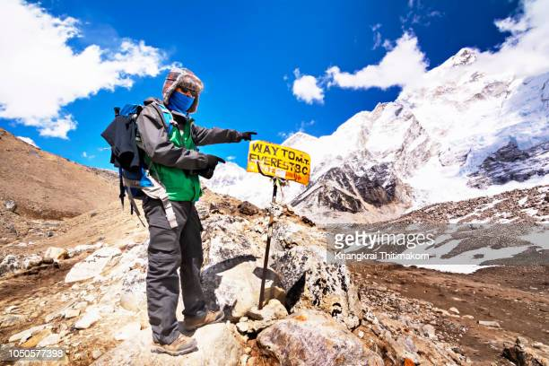 way to everest base camp. - mt. everest stock pictures, royalty-free photos & images