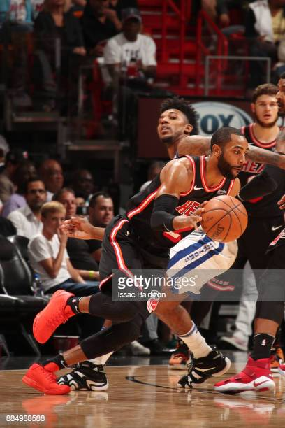 Wayne Ellington of the Miami Heat handles the ball during the game against the Golden State Warriors on December 3 2017 in Miami Florida NOTE TO USER...