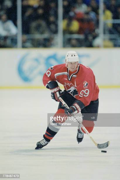 Wayne Gretsky of Canada controls the puck during the Group D game against Sweden in the Men's Ice Hockey tournament on 14 February 1998 during the...