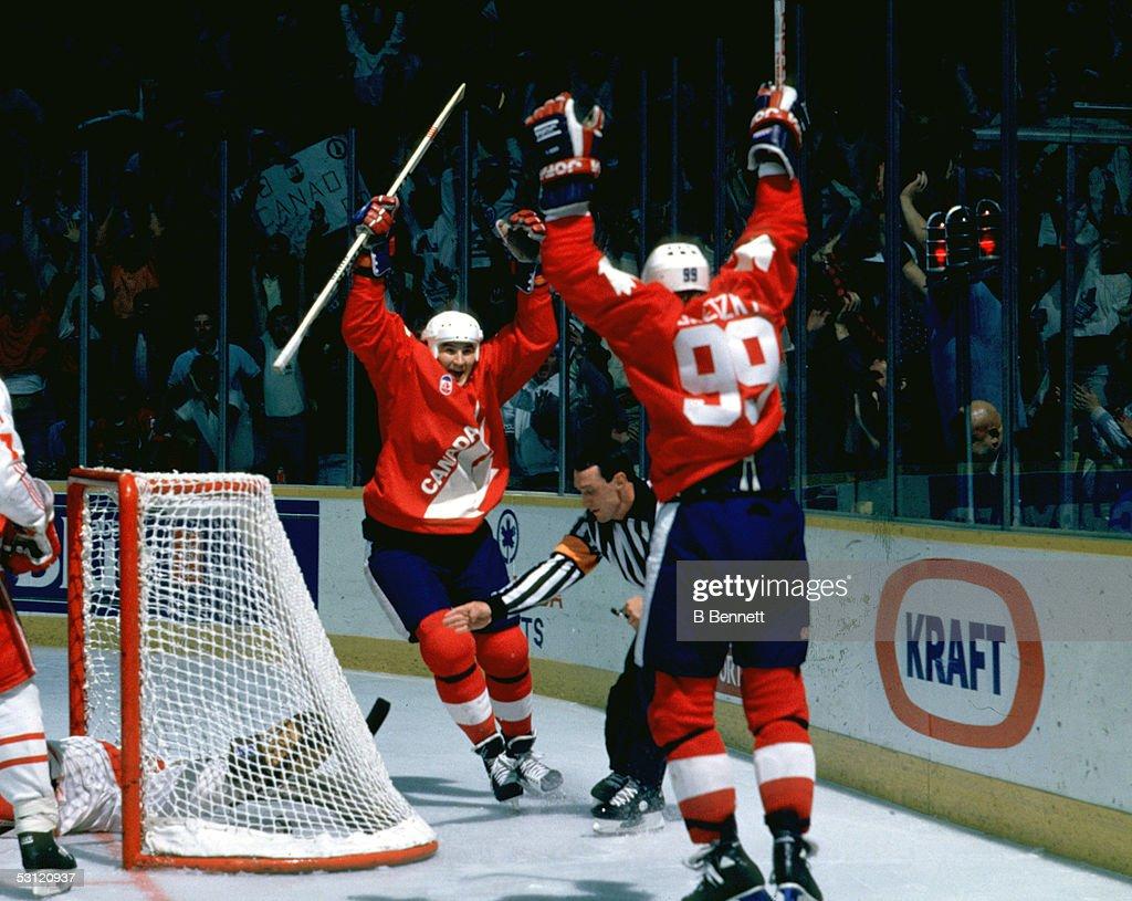 1987 Canada Cup - Game 2:  Team Canada v Team Soviet Union : News Photo